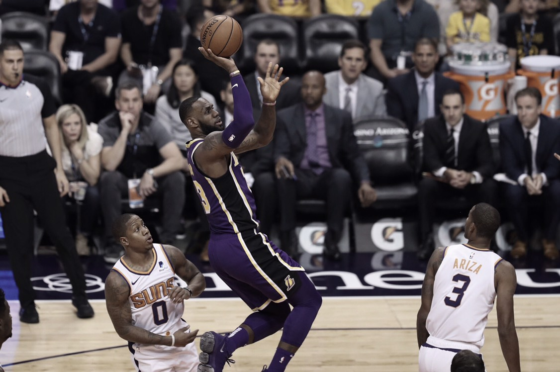 Luke Walton y su profundidad le dan la primera victoria a Lakers