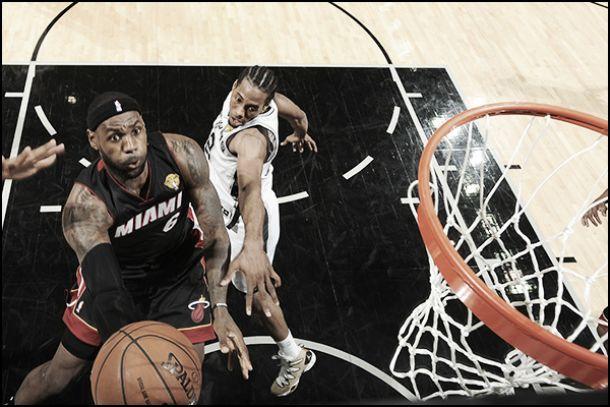 LeBron brilha, comanda reação, e Heat vence Spurs para empatar as Finais da NBA