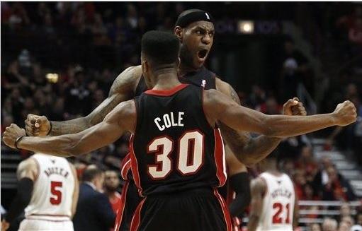 Em partida equilibrada, Miami Heat vence Chicago Bulls e recupera o mando de quadra
