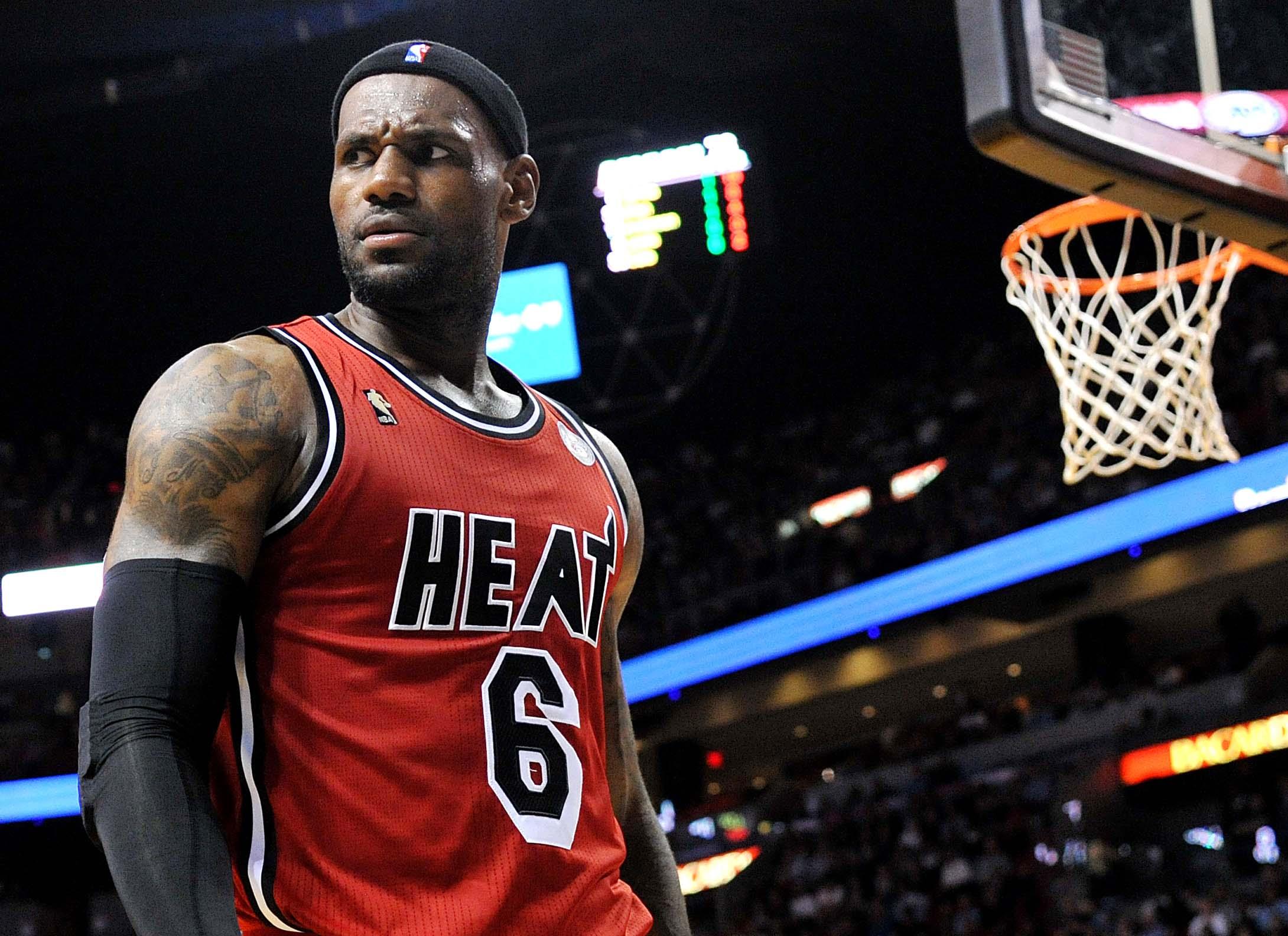 LeBron James é eleito jogador mais valioso da temporada na NBA