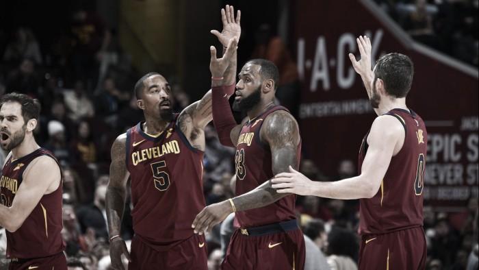 """LeBron James explota como """"playmaker"""" con 17 asistencias"""