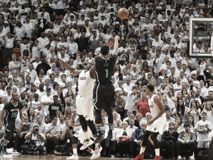 Nba playoffs, colpo Hornets a Miami in gara 5 (88-90)
