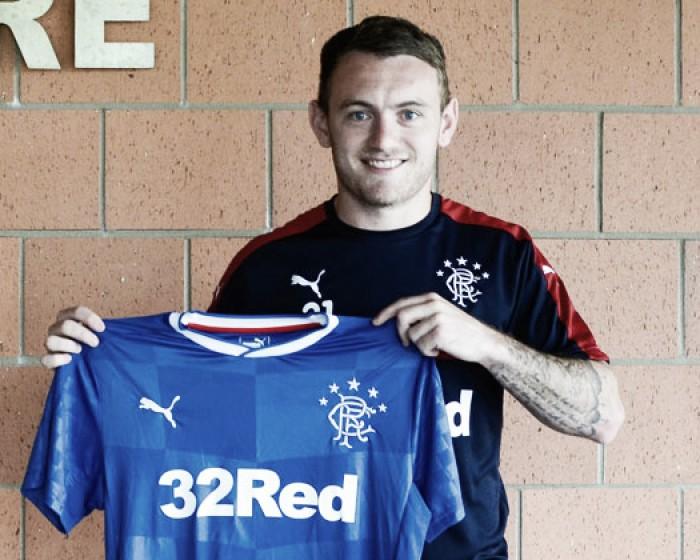 Ex-MK Dons, lateral Lee Hodson assina com o Rangers por três temporadas
