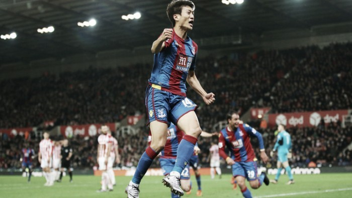 Lee hits out at Pardew following lack of Palace first team chances