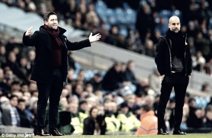 Técnico do Bristol City elogia atuação e convoca torcida para jogo da volta