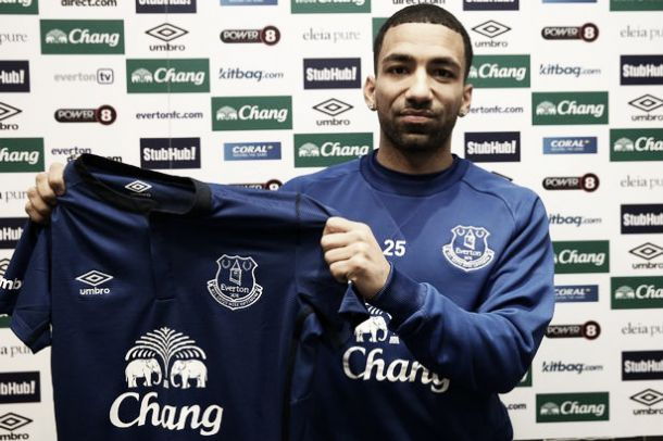 CONFIRMED: Aaron Lennon joins Everton on loan deal, option to buy