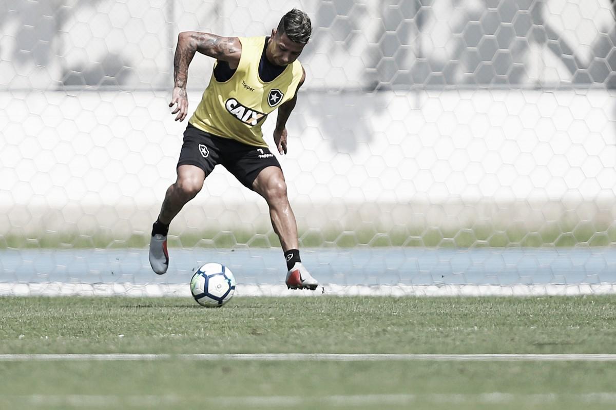 Léo Valencia pede desculpa por mensagem postada em rede social após partida do Botafogo