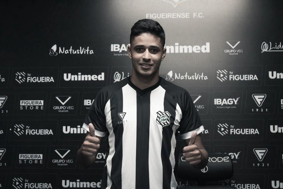 Figueirense anuncia contratação por empréstimo do meia Léo Artur, ex-Fluminense