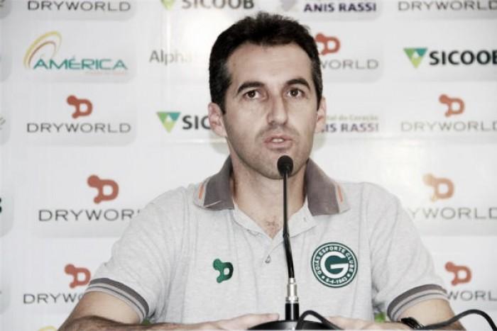 """Léo Condé lamenta gols sofridos pelo Goiás em bolas aéreas: """"Trabalhamos bastante isso"""""""