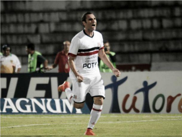Na estreia de Oliveira Canindé, Léo Gamalho marca duas vezes e Santa Cruz vence o Oeste