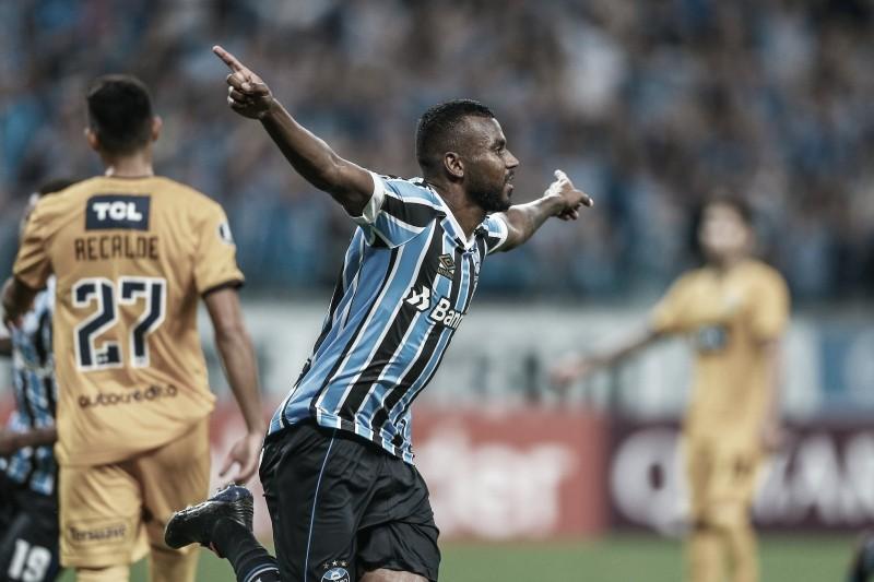Lateral Leonardo Gomes, do Grêmio, passa por nova cirurgia no joelho direito