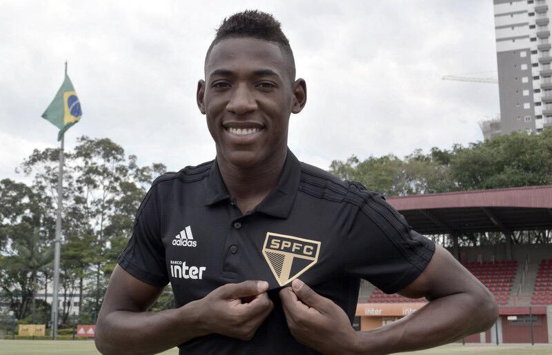 São Paulo anuncia contratação do lateral Léo, ex-Bahia