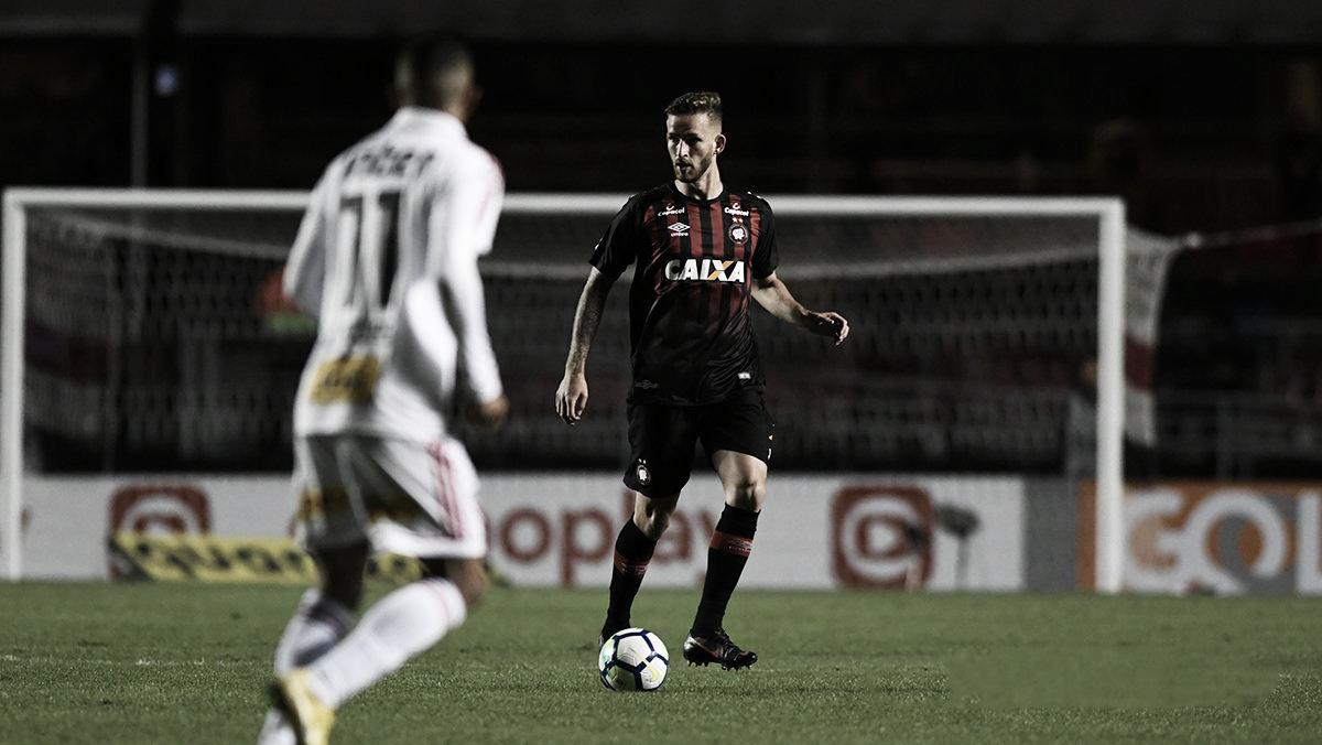 Flamengo tenta contratação do zagueiro Léo Pereira, do Athletico