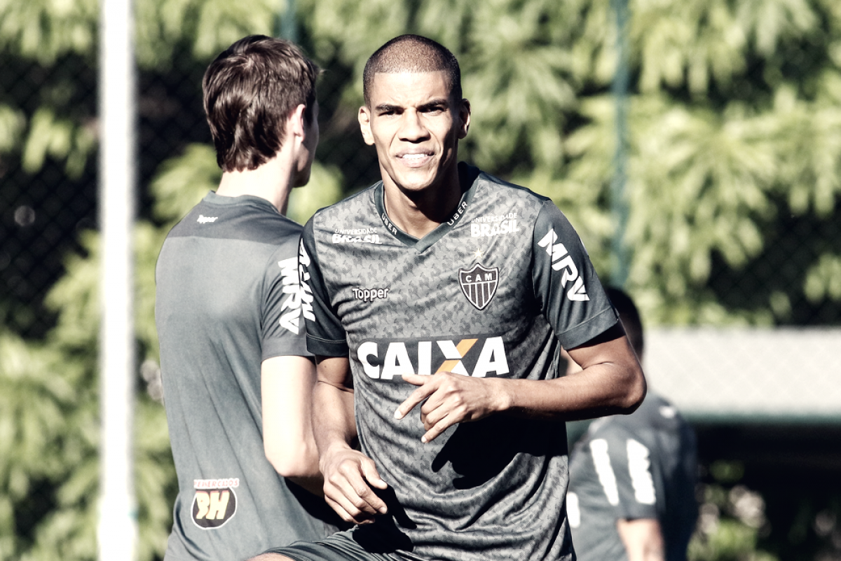 Fadiga muscular tira Leonardo Silva de jogo contra o Bahia
