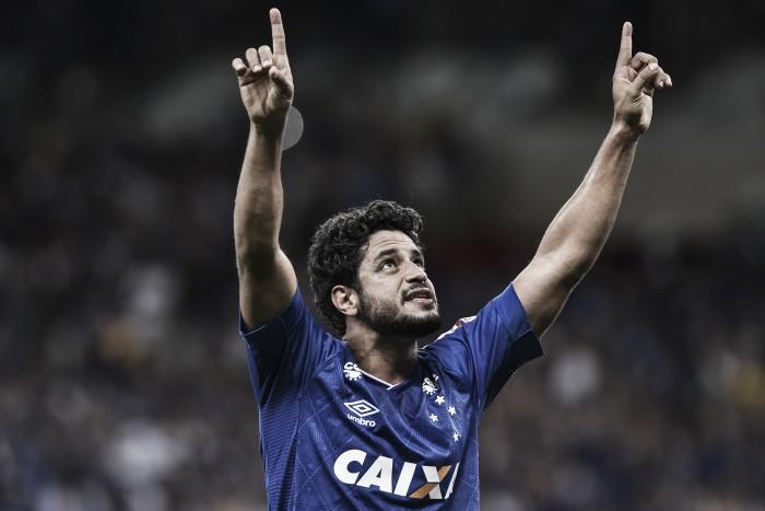 Com gol de Léo, Cruzeiro vence Bahia por placar simples e se mantém no G-6 do Brasileirão