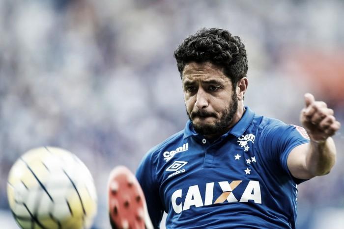 """Zagueiro Léo lamenta derrota para o Sport e pede apoio da torcida: """"Momento de vir conosco"""""""