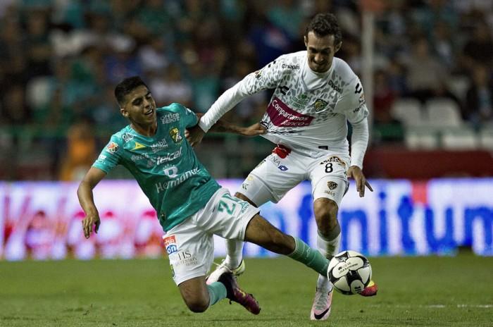 León perdona y regala el empate a Jaguares