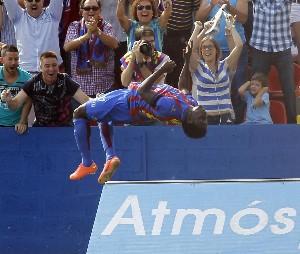 Martins noquea al Valencia en el derbi valenciano