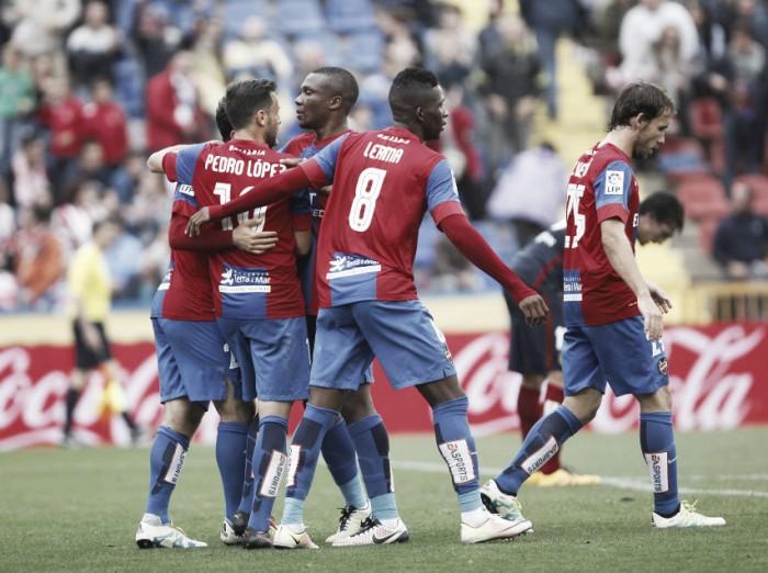Atlético de Madrid joga mal, perde para rebaixado Levante e dá adeus à briga pelo título espanhol