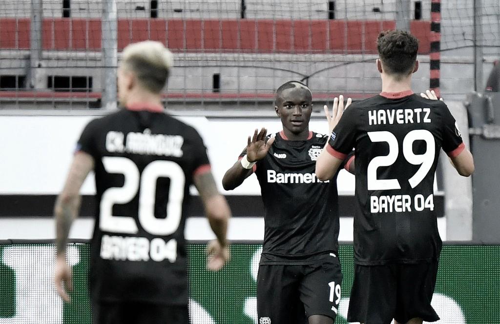 Com time misto, Leverkusen supera Rangers e segue naa Europa League