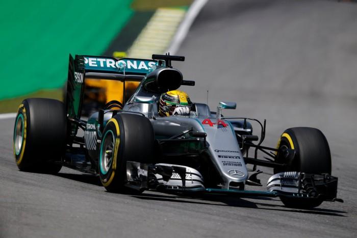 Hamilton faz o melhor tempo no primeiro treino livre em Interlagos