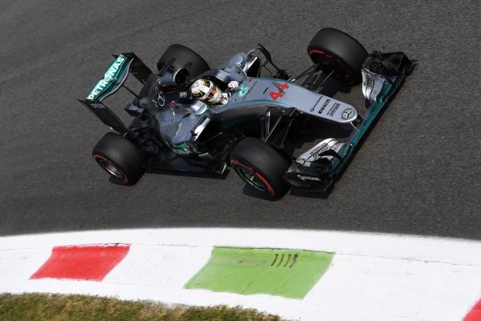 Hamilton continua imbatível em Monza e lidera terceiro treino livre