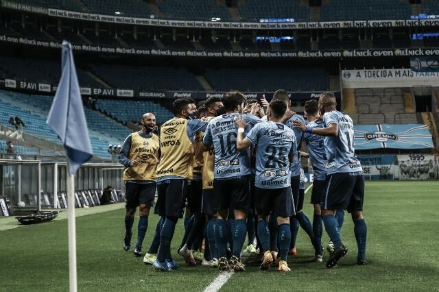 Grêmio é letal nos primeiros minutos, vence Coritiba e sobe na tabela do Brasileirão