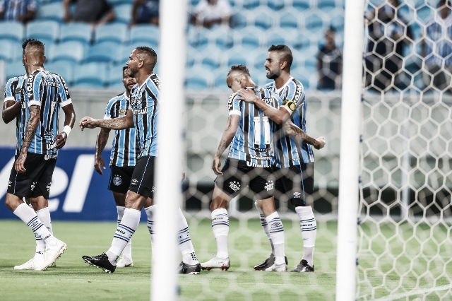 Grêmio goleia São Luiz e mantém liderança no Gauchão