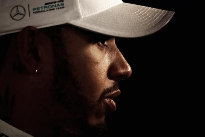 Lewis Hamilton dice que Fernando Alonso es el hueso más duro de la parrilla