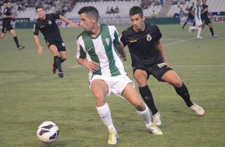 El Córdoba CF sigue ilusionando al Nuevo Arcángel (2-0)