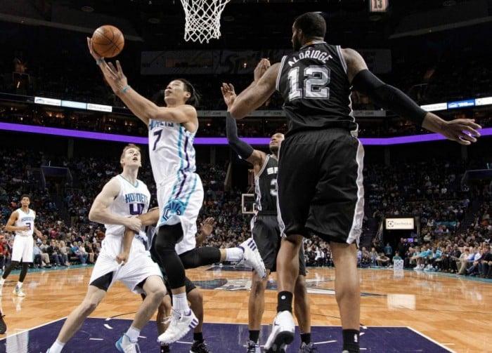 NBA, San Antonio crolla a Charlotte. Cleveland asfalta i Nuggets