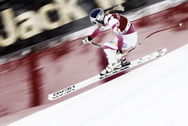 La regina è tornata: Lindsey Vonn trionfa in discesa. E' storica tripletta americana a Lake Louise