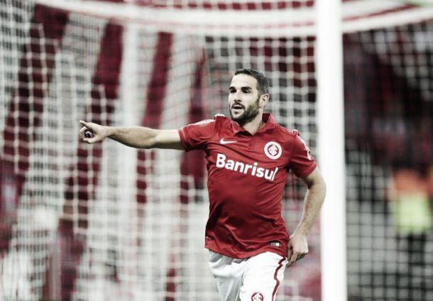 """Lisandro López nega irregularidade no primeiro gol do Internacional: """"Foi no peito"""""""