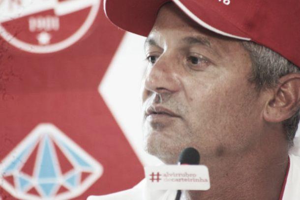 Lisca não sinaliza mudanças no time titular do Náutico para jogo contra Boa Esporte