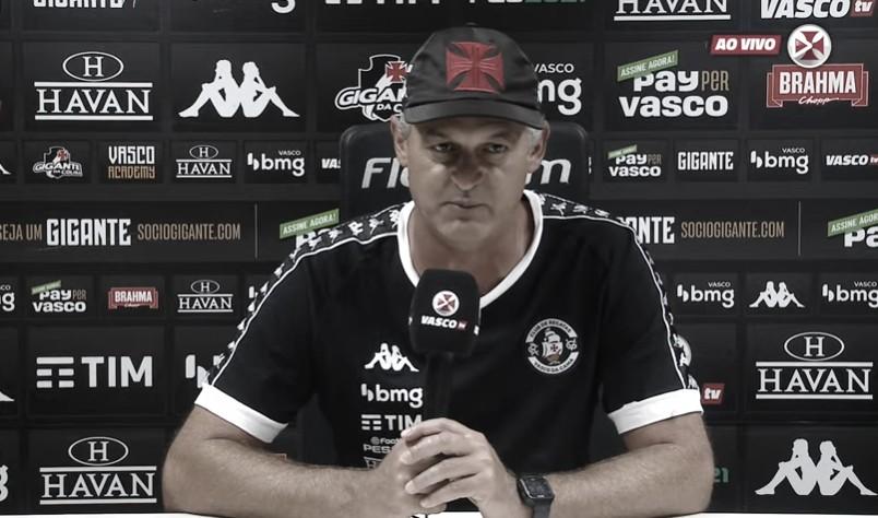 """Mesmo com vitória do Vasco, Lisca destaca: """"Estamos longe daquilo que pretendemos"""""""