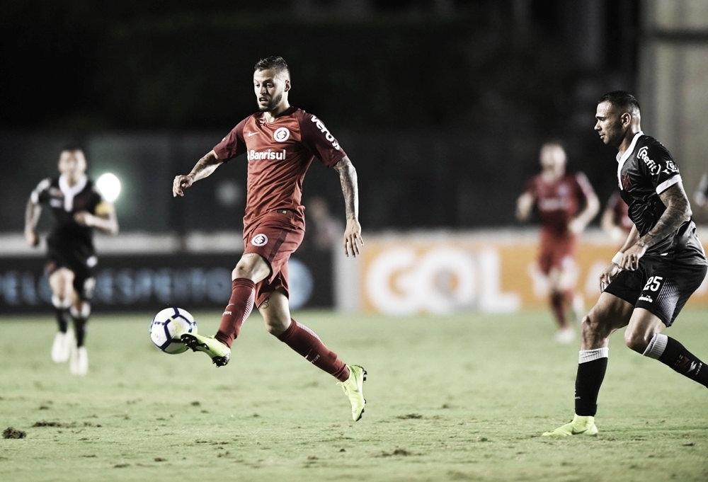 Em situações opostas na tabela, Vasco e Internacional duelam no Rio