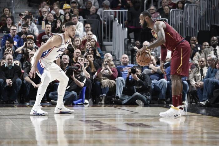 LeBron impone su juego ante unos dignos Sixers