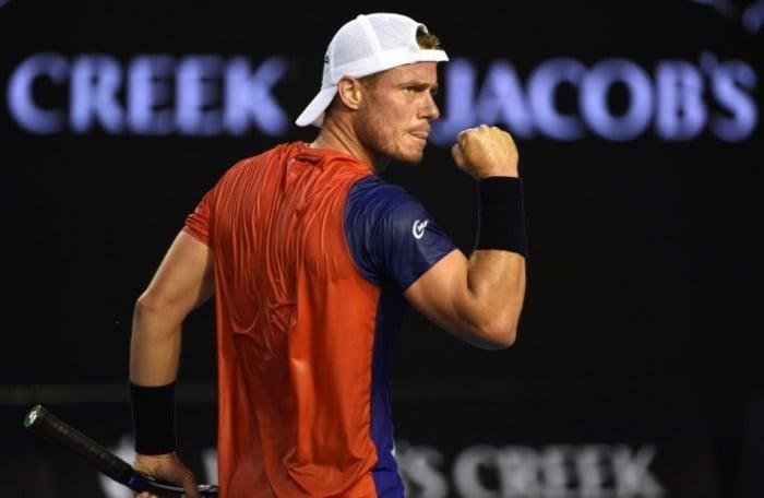 Australian Open, Hewitt mattatore della serata australiana. Avanti anche Wawrinka