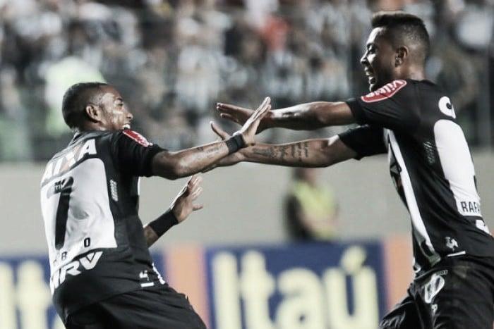 Com primeiro tempo avassalador, Atlético-MG vence Chapecoense e encosta na liderança