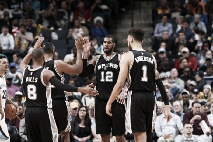 Nba, Aldridge trascina gli Spurs a Memphis. Minnesota in volata sui Suns