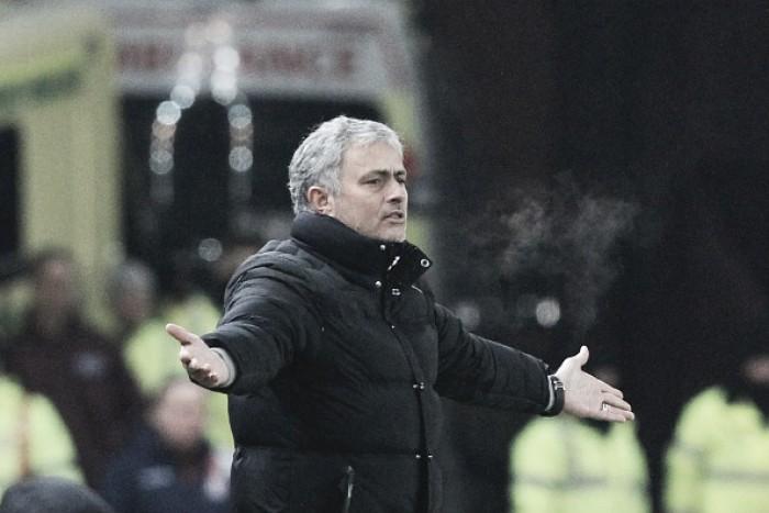 """Mourinho mostra insatisfação após empate com Stoke: """"É claro que estou desapontado"""""""