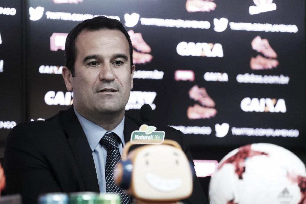 Pressionado por reforços, Ricardo Lomba comenta mercado do Flamengo