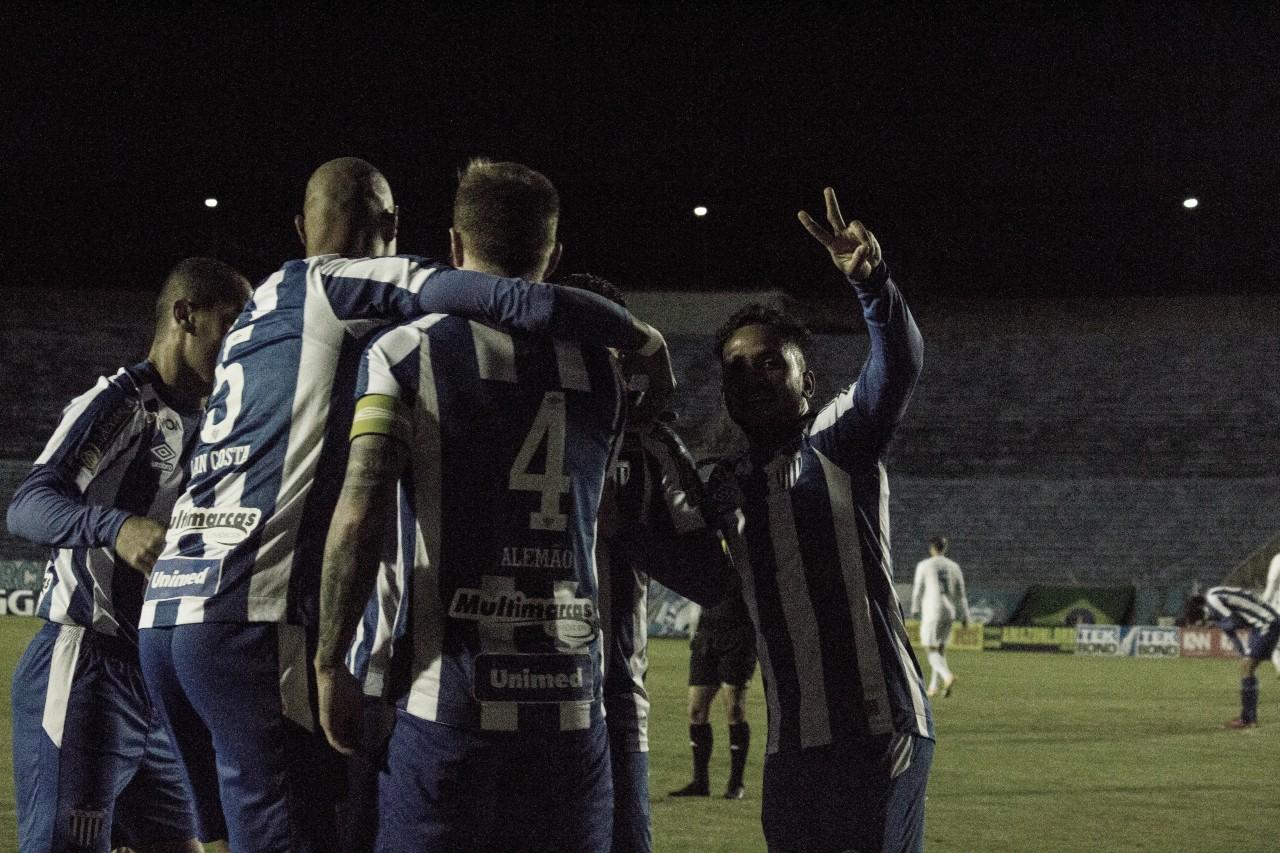 Com gol de Valdívia, Avaí bate Londrina e vence segunda seguida na Série B