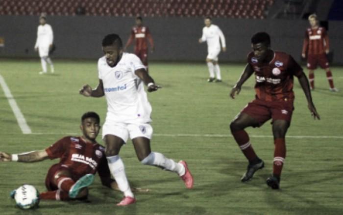 Londrina bate Náutico pelo placar mínimo e conquista primeira vitória