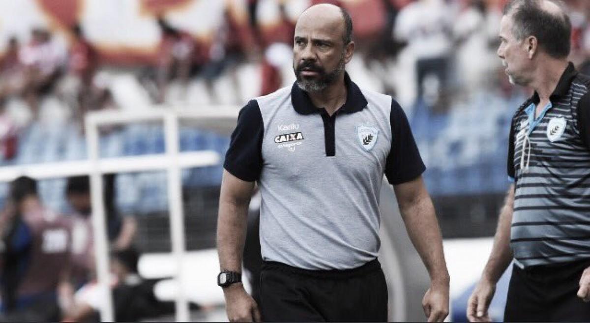 Ameaçado pelo rebaixamento, Londrina demite técnico Sérgio Soares após nova derrota