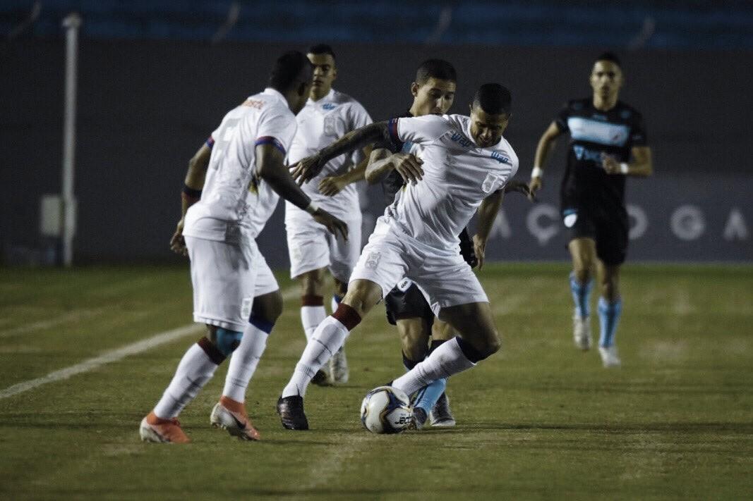 Londrina vence Paraná com autoridade e entra no G-4