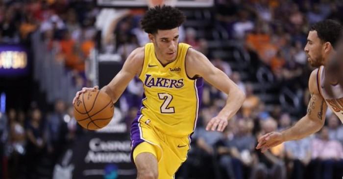 NBA - Vittorie esterne per Lakers e Warriors. Lonzo trascina i suoi a Phoenix