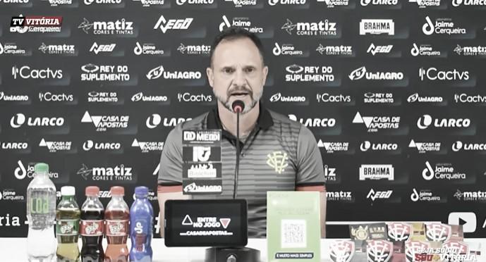 Wagner Lopes exalta elenco após Vitória bater Guarani, mas acredita em evolução