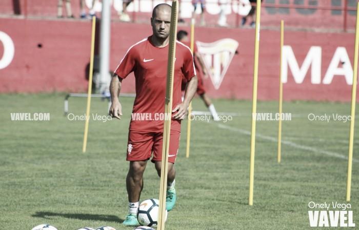 """Alberto Lora: """"El míster quiere que seamos un equipo intenso"""""""