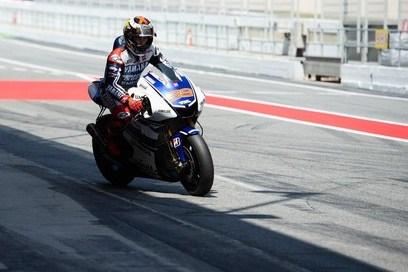Test Aragon: splende Lorenzo, fatica Rossi